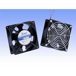 Ventilator pentru rack